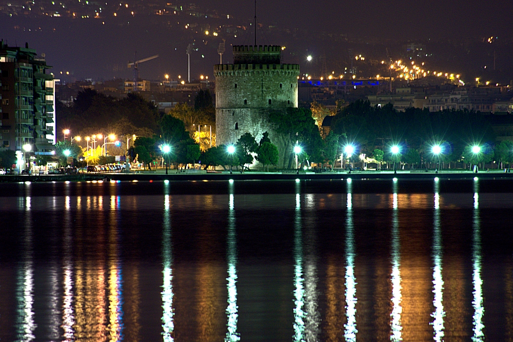 Thessaloniki paralia by night